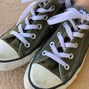 Green low top converse sneakers